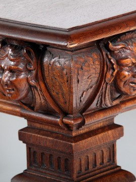 detail-of-antique-table